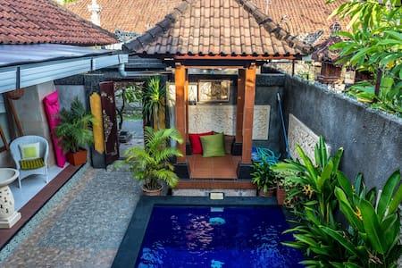 Barbs Home Stay Sanur Beach Room - South Denpasar - Guesthouse