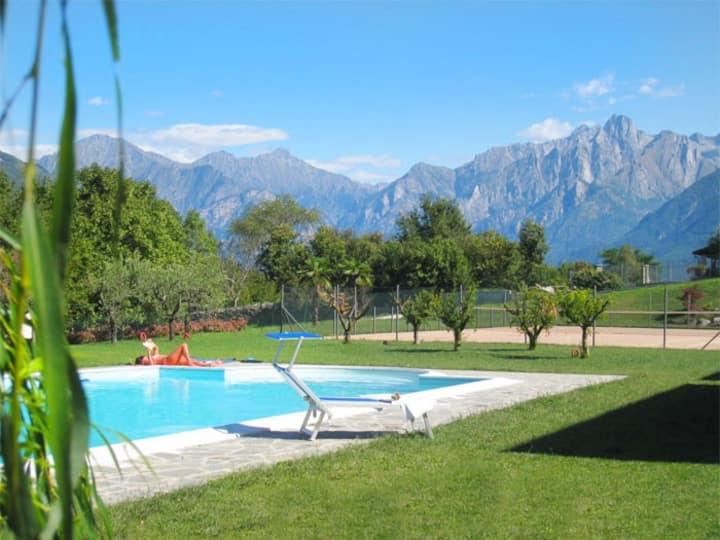 Apt Bregagno: lake view,shared pool, tenniscourt