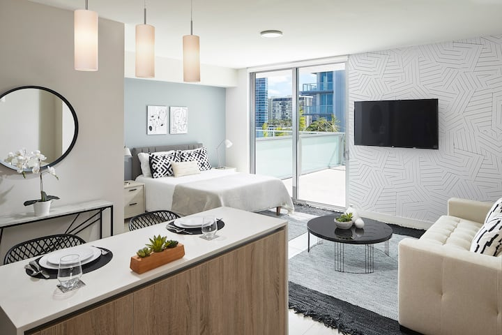 CHARMING MODERN STUDIO in Miami Design District