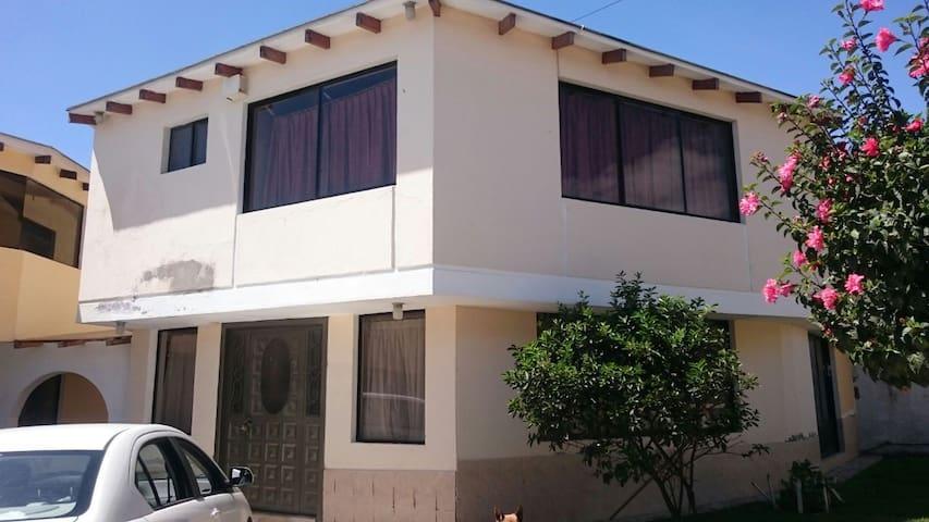 CASA COMPLETA EN LA MITAD DEL MUNDO ECUADOR - Quito - Huis