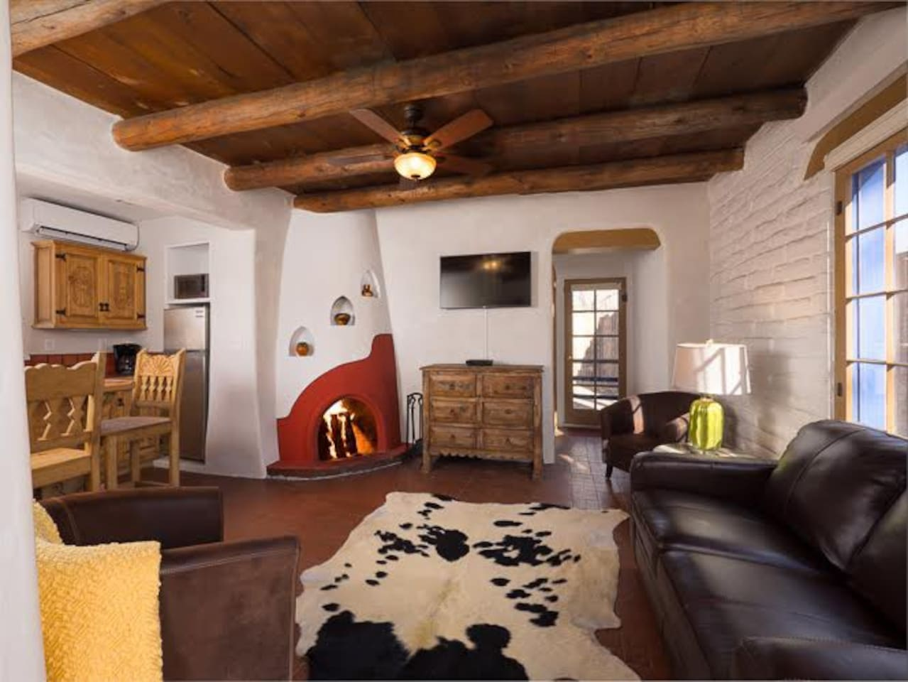 Besos canyon road romance houses for rent in santa fe new living room with sleeper sofa and kiva fireplace solutioingenieria Choice Image