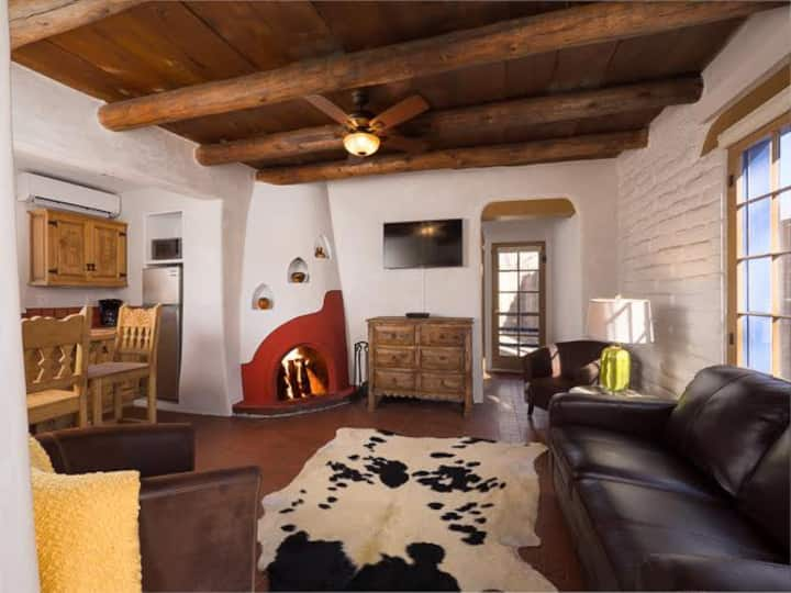 Besos - Canyon Road Romance - Work Remotely in Santa Fe!