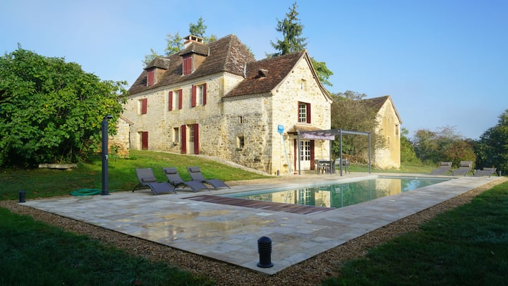Authentic Farmhouse 18th c with heated pool