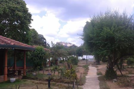 Melrose B&B Double AC Room Near Sigiriya Rock - Sigiriya - Bed & Breakfast