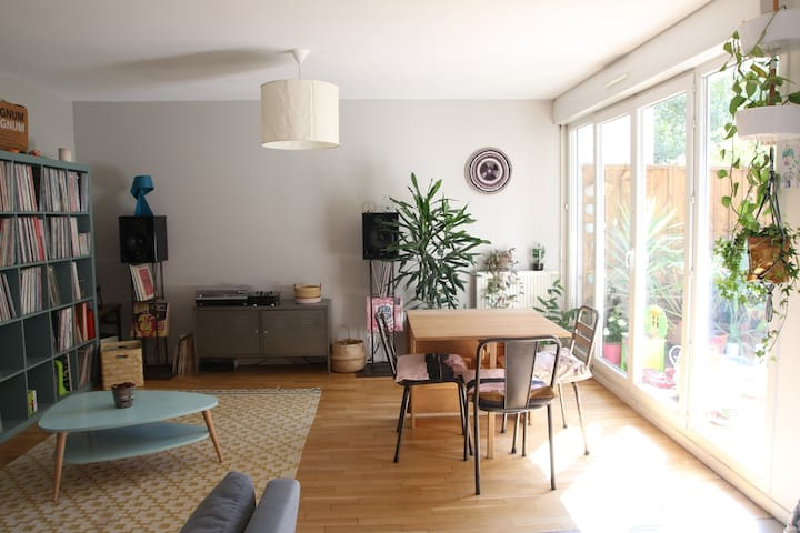 Apartment with a Garden in Paris !