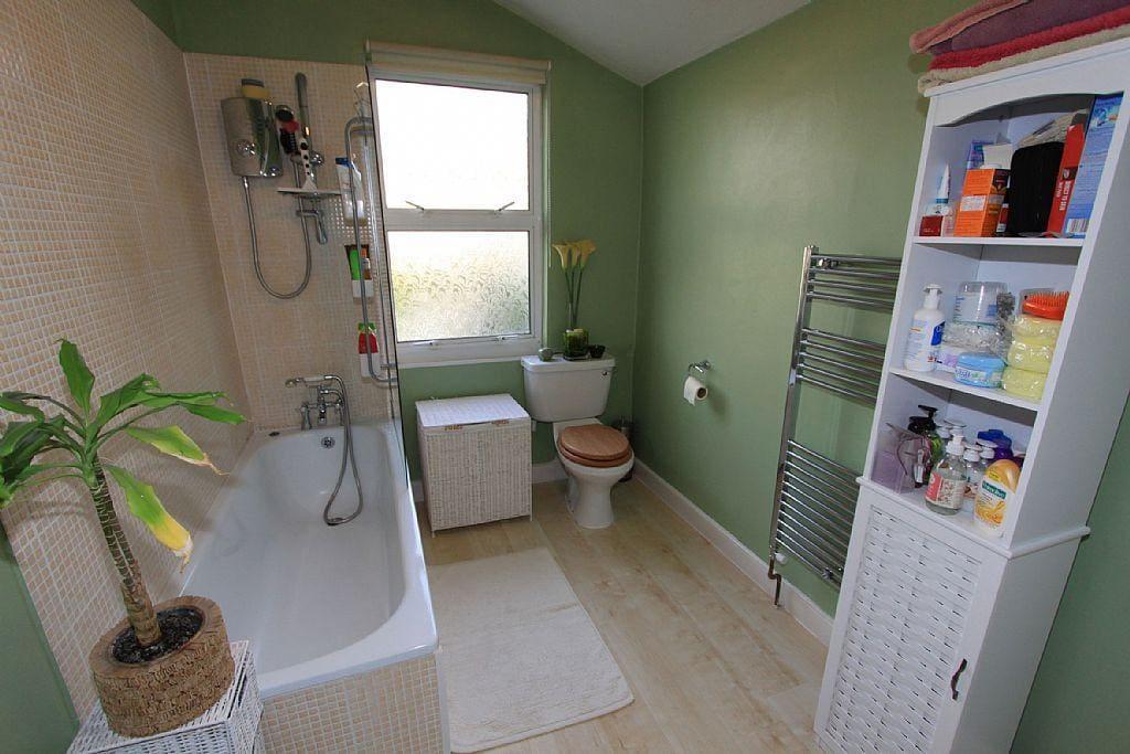 Master en-suite with bath