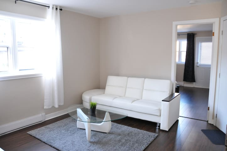 Cozy Apartment Near Downtown!
