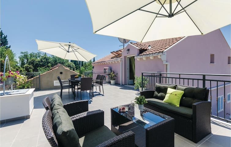 Holiday apartment with 3 bedrooms on 80m² in Ston