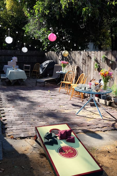 Great backyard for hosting gatherings! Gas BBQ, picnic table & other amenities available.