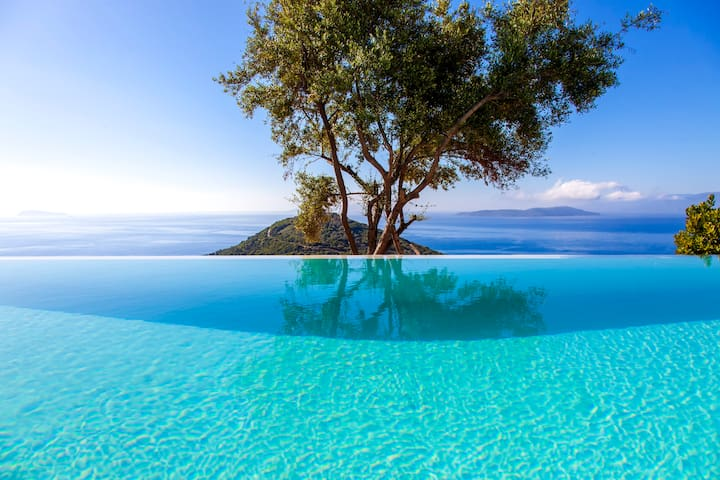 Early bird offer:Cave Villa with Pool In Sivota