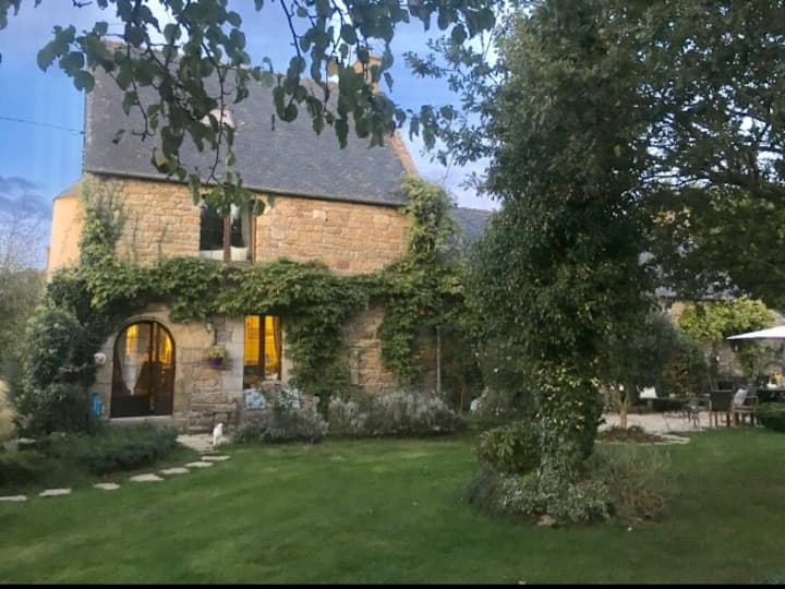 Characterful Dream house 15 minutes to Dinan