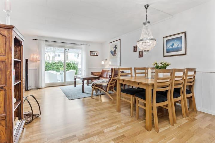Hyggelig, sentrum- og sjønær tomannsbolig - Arendal - House