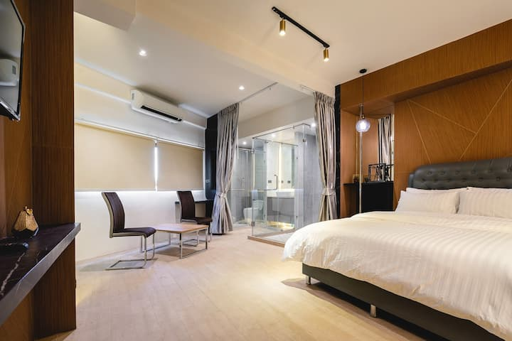 at BTS/metro New luxury room + free wifi 3/2