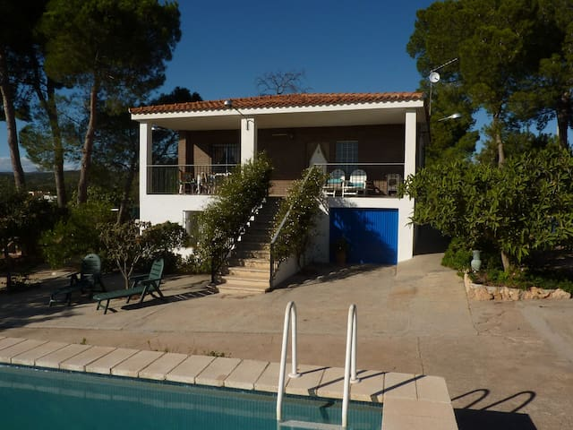 Villa with Pool near Sierra Calderona Nature Park - Llíria - Chatka w górach