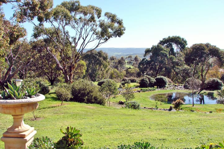 Austiny B&B - Tranquillity. Views. Birdlife.