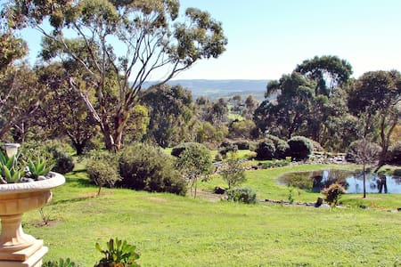 Austiny B&B - Tranquillity. Views. Birdlife. - Victor Harbor