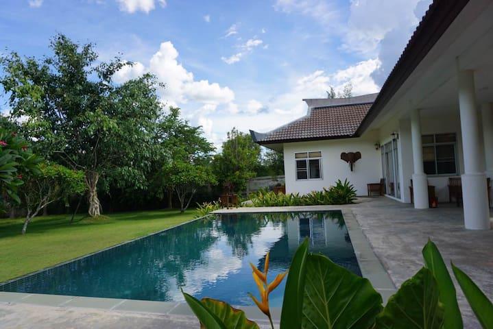 Villa, van, driver, guide别墅配车司机导游 - Tambon On Klang - House