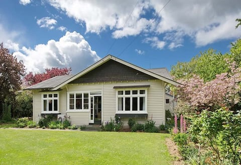 Well-equipped, spacious country house with garden