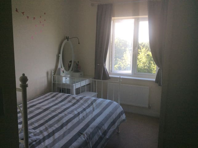 Double bed with En-Suite in Farnborough