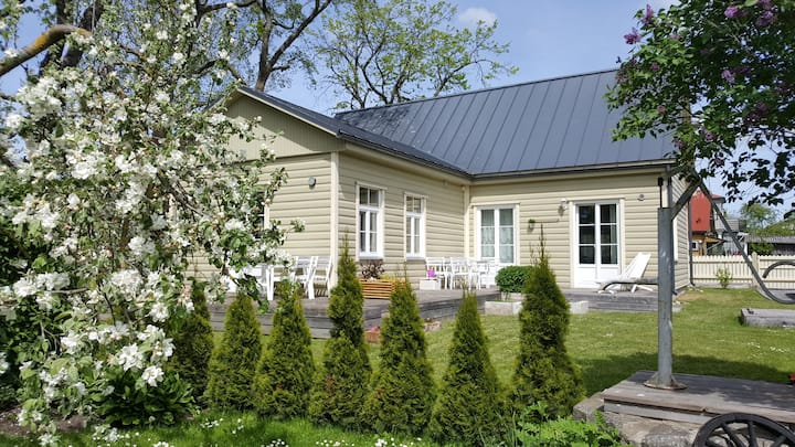 Kuressaare Family and Garden apartment 5+1