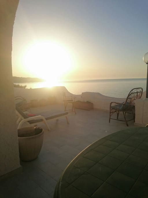 L'alba dietro pizzo Mmucurune dalla veranda