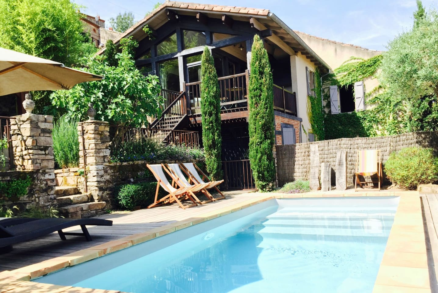 Spectacular garden, pool and restored home