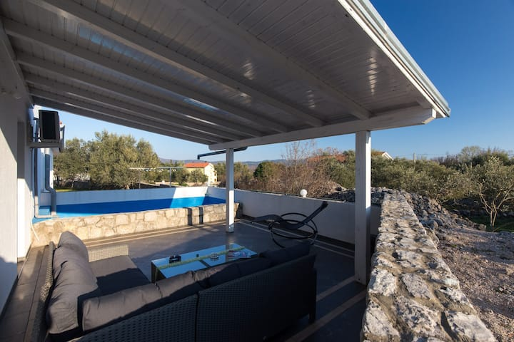 Family Apartment (32m2) with Pool on Island Krk
