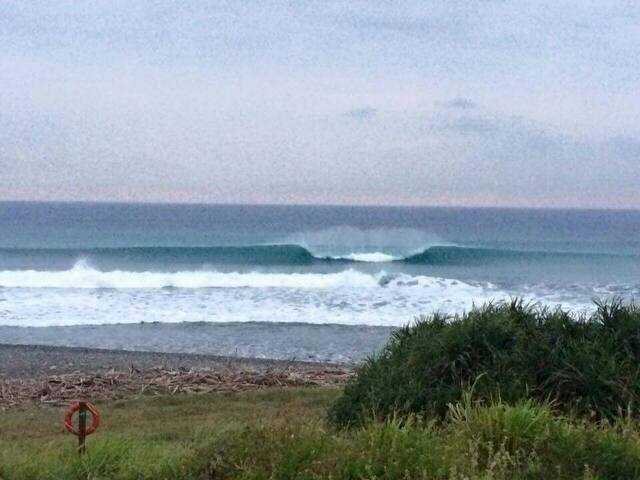 來自海洋的右跑浪 the ocean breeze - donghe - Casa