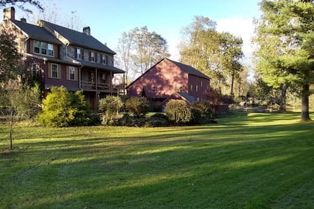 Historic Creekview Inn (w/private entrance)