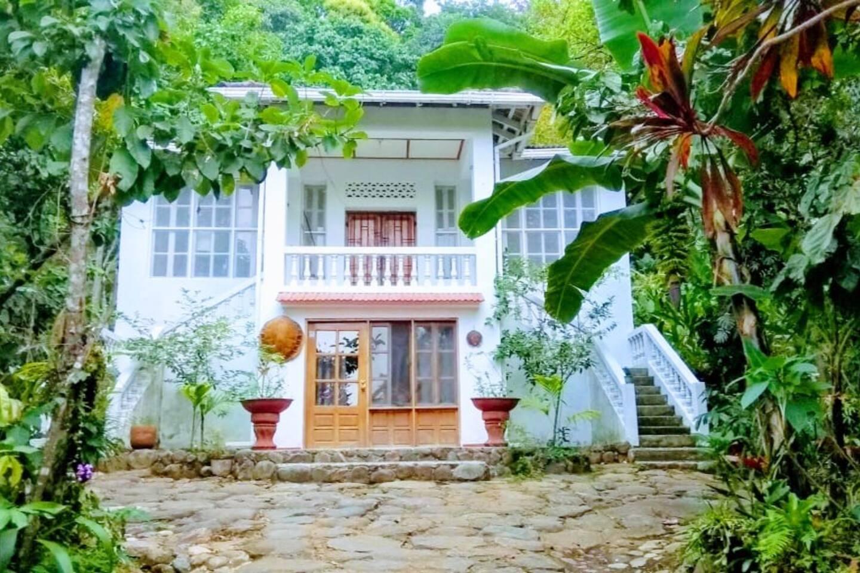 FACHADA CASA PRINCIPAL Laycafe Hostel, un lugar acogedor entre la naturaleza.