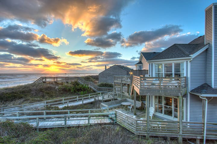 NHSP1A The Crab House * Oceanfront * Community Tennis & Trolley * Walk to Shops & Restaurants