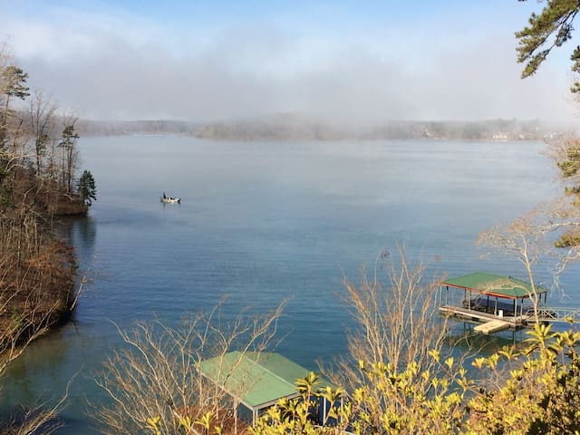 Cabin on Lake Keowee-Big Lake Views - Six Mile
