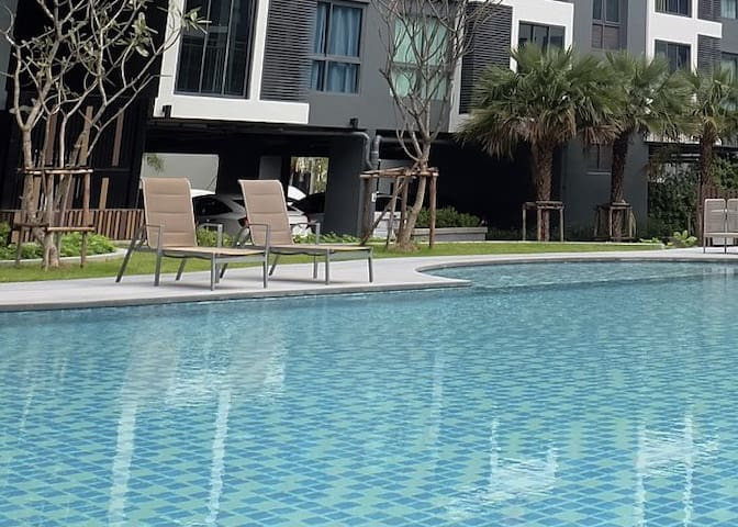 2 bedrooms & 2 bathrooms condo with pool view, 7/F