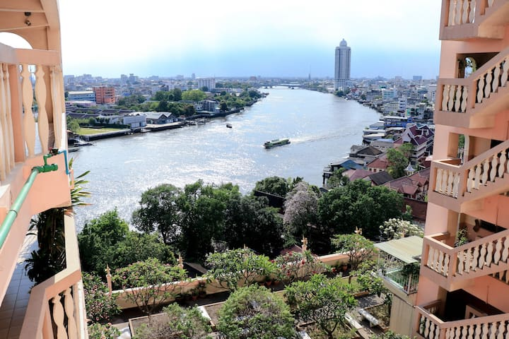 """【RIVER VIEW】 Discover """"LOCAL"""" near MRT, 13th Floor"""
