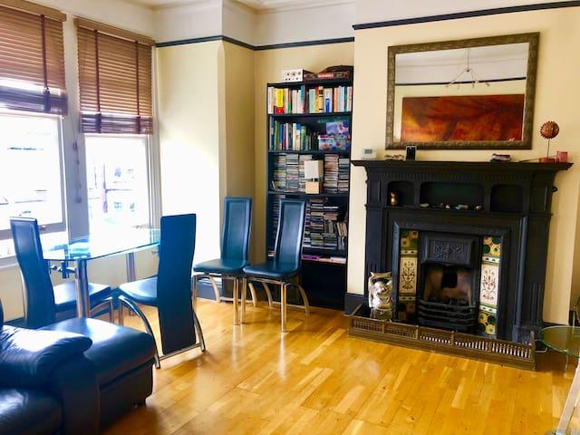 Spacious apartment next to Alexandra Palace