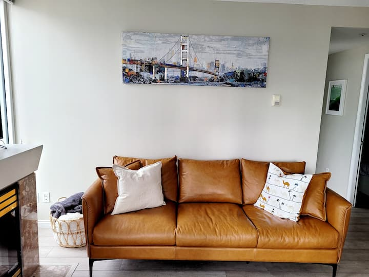 CITYView Downtown 3 Br next to Skytrain + Parking