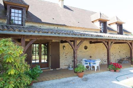 Country House on 15 ha w/pool - Journiac - 단독주택