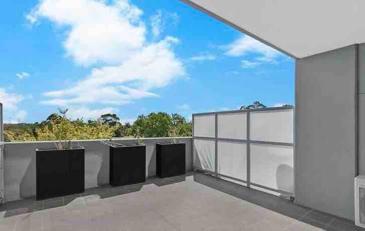 Cosy, modern bedroom in heart of Parramatta CBD