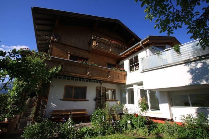 Ferienwohnung mit Aussicht oberhalb von Innsbruck