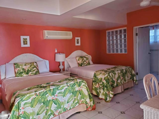 Coral Room with two Double Beds with ensuite bathroom
