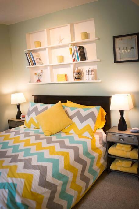 Comfortable tempurpedic style foam mattress with pillow top