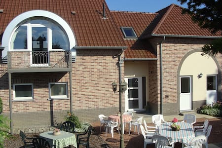 Vierkantshoeve 3km van Sint-Truiden/Haspengouw (B)