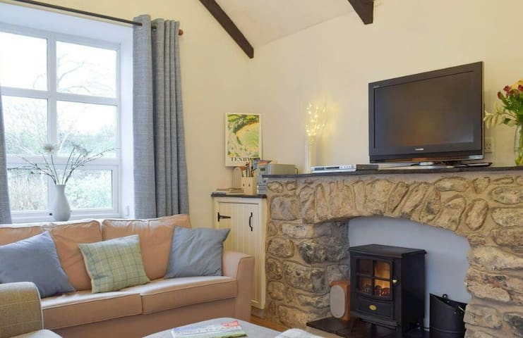 Broadhaven Cottage, Freshwater East, Pembs