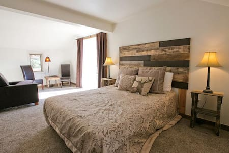 One Bedroom Jacuzzi Suite In Newly Refurbished Historic Lodge. - Green Mountain Falls - Andet
