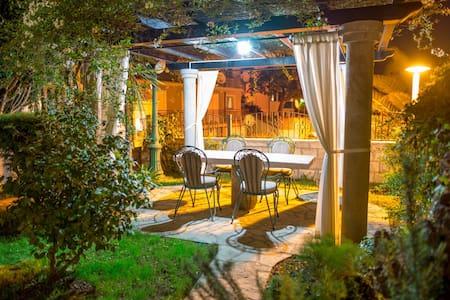 Romantic escape for 2 with private garden