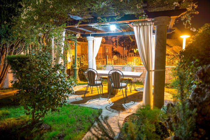 Romantic escape for 2 with private garden