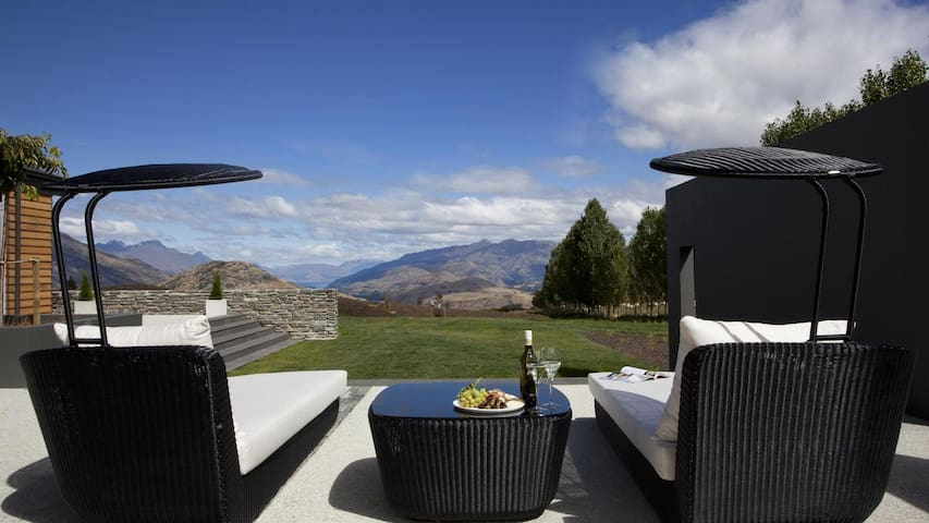 5 Star Holiday Home with Majestic Views, Queenstown Villa 1001