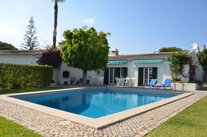 Villa with swimming pool and a beautiful garden