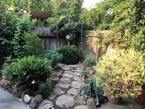 The Garden Apartment - Old E. Davis