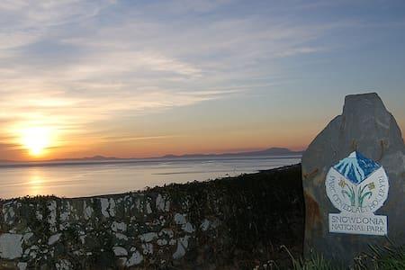 FFERMDY STUNNING COTTAGE NR THE BEACH - Gwynedd